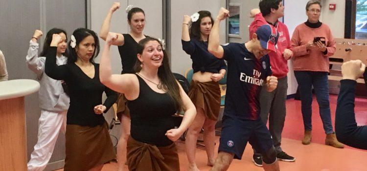 Danses polynésiennes au HandinamiK Kfé